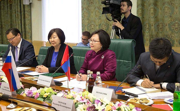 Встреча Г. Кареловой сдепутатом Великого Хурала Монголии, председателем Демократического Союза женщин С.Одонтуя