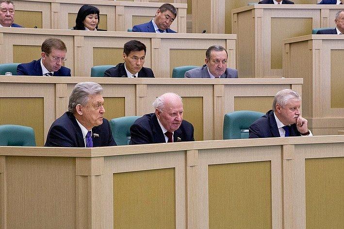 Председатели Совета Федерации: Владимир Шумейко (1994–1996), Егор Строев (1996–2001) иСергей Миронов (2001–2011)