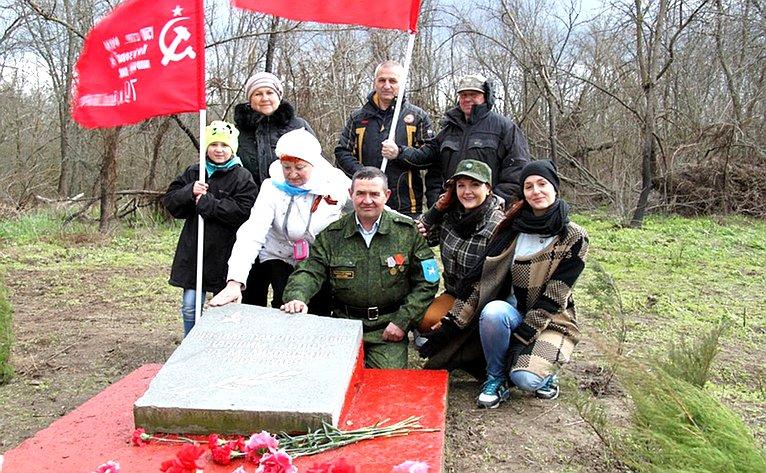 Налевом берегу Дона, напротив Мелиховского санатория, имеется воинское захоронение времён Великой Отечественной войны