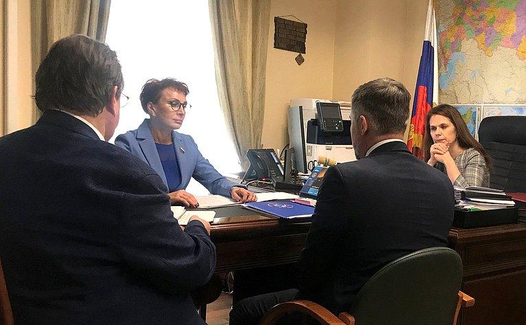 Встреча Татьяны Кусайко сдиректором Департамента организации экстренной медицинской помощи иэкспертной деятельности Минздрава РФ Оксаной Гусевой