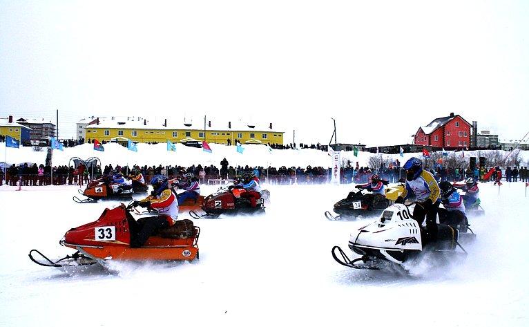 Заезд ветеранов гонок наснегоходах «Буран-Дей 2019» наКубок Героя Советского Союза иГероя России Артура Чилингарова
