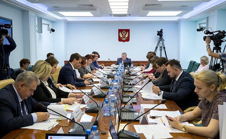 Заседание Комитета СФ посоцполитике сучастием представителей органов власти Северной Осетии