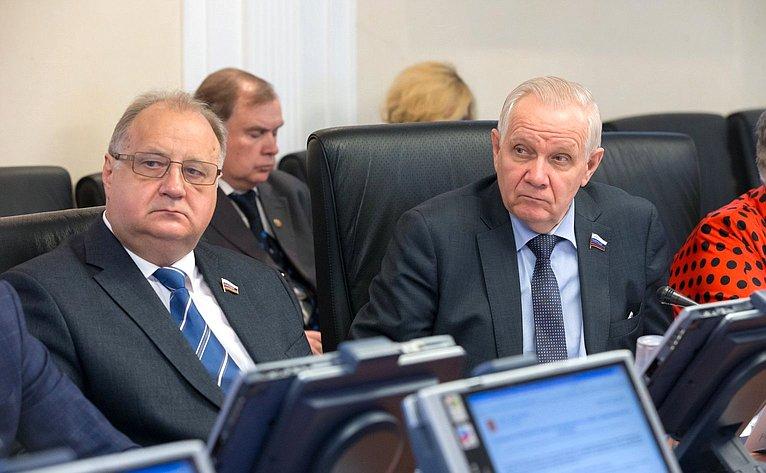В. Кондрашин иВ. Марков