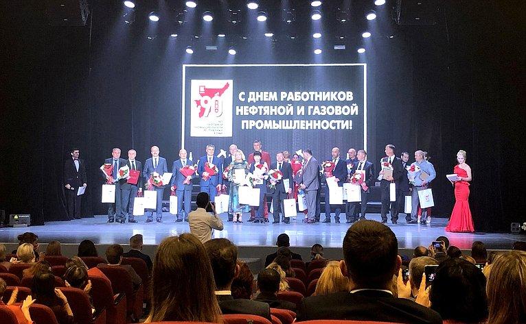 Дмитрий Шатохин принял участие вторжественных мероприятиях послучаю 35-летия города и90-летия нефтегазовой промышленности врегионе