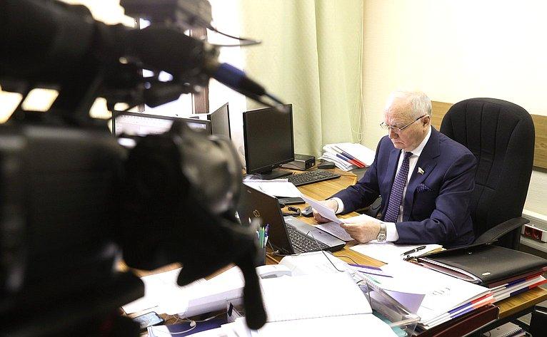 Встреча губернатора региона Дмитрия Азарова сПослом Республики Беларусь, сучастием сенатора Фарита Мухамтешина