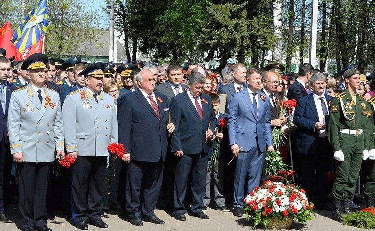 Михаил Козлов иНиколай Журавлев приняли участие вторжественных мероприятиях, посвященных Дню Победы вКостроме