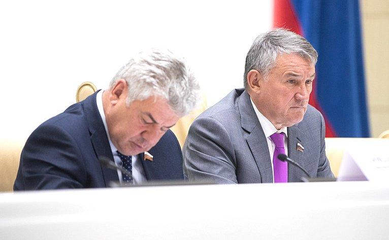 В. Бондарев иЮ. Воробьев
