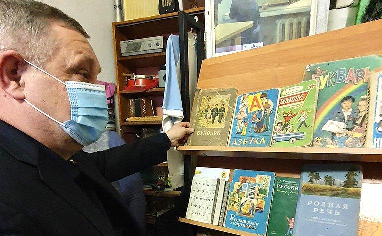 Александр Ракитин входе поездки врегион посетил Ведлозерскую школу Пряжинского национального муниципального района