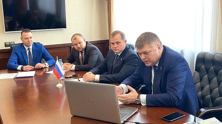 Дмитрий Василенко провел дистанционный прием граждан вКировском районе Ленинградской области