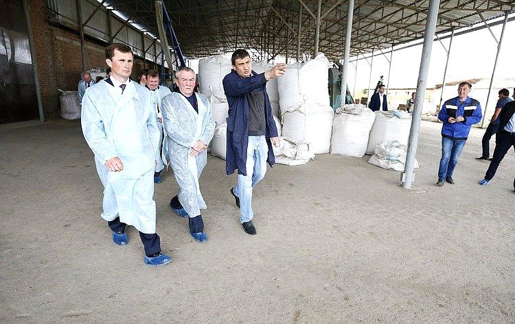 Владимир Бекетов посетил сельхозкооператив «Ферма настоящих продуктов», расположенный встанице Анастасиевской Славянского района