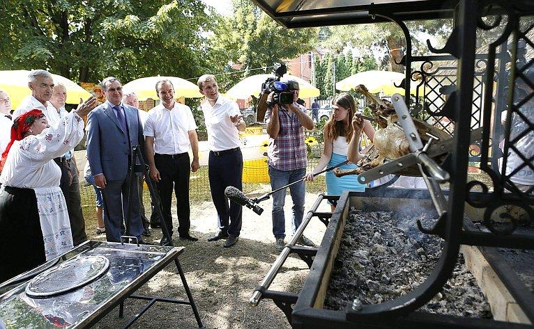 Н. Федоров посетил празднования вчесть «Дня урожая» вКраснодарском крае