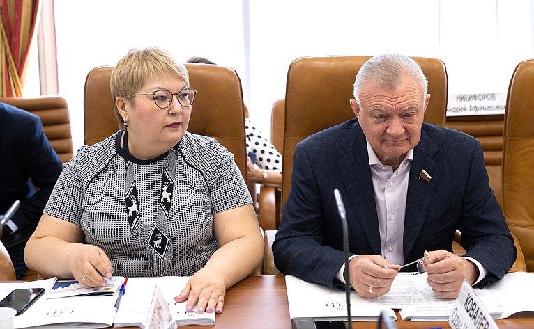 Ольга Хохлова иОлег Ковалев