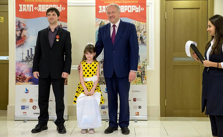 Выставка лучших работ участников Всероссийского художественного конкурса юных художников «Залп «Авроры»