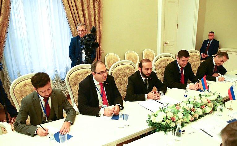 Валентина Матвиенко провела встречу сПредседателем Национального собрания Республики Армения Араратом Мирзояном