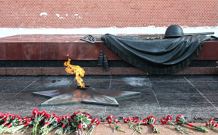 Церемония возложения цветов кМогиле Неизвестного Солдата