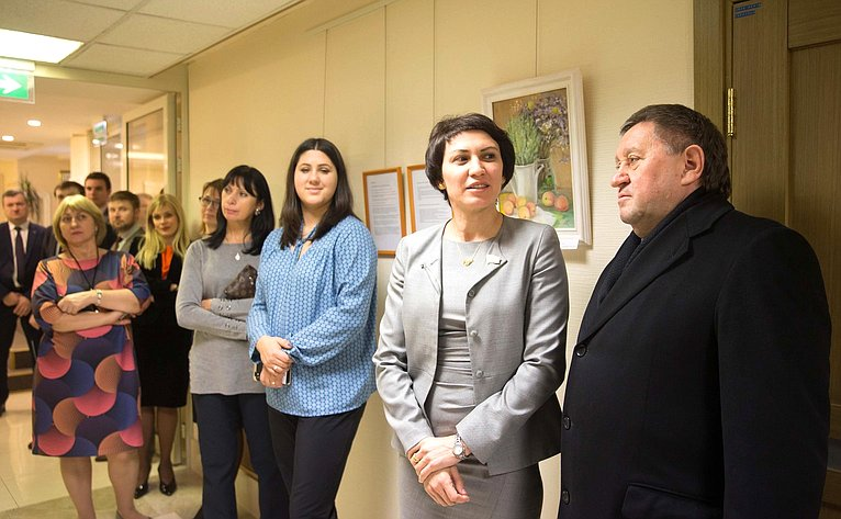 Татьяна Лебедева приняла участие воткрытии выставки живописных работ вСовете Федерации