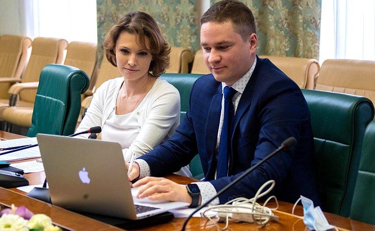 Встреча сенаторов счленами Комитета пообразованию Палаты молодых законодателей