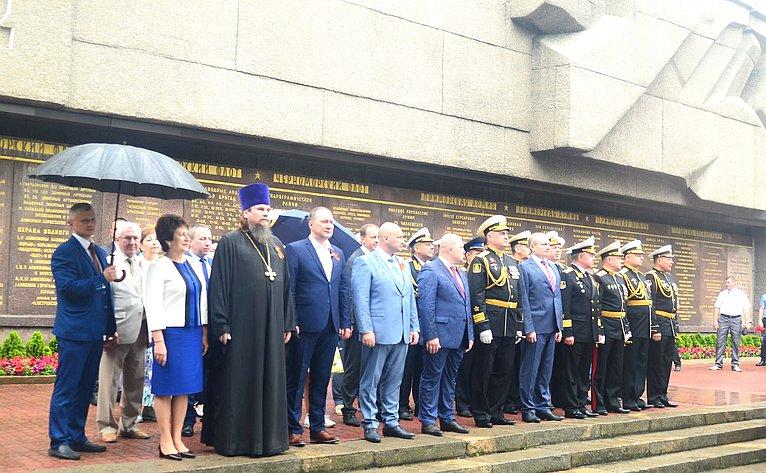 В. Куликов обошел парадный строй боевых кораблей Черноморского флота