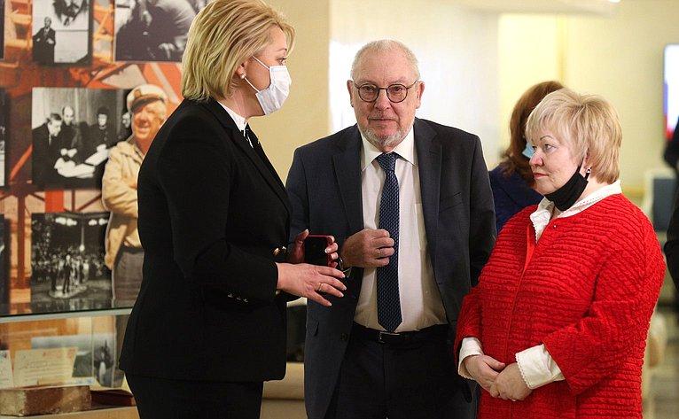 Выставка вСовет Федерации, посвященная 100-летию содня рождения Юрия Никулина