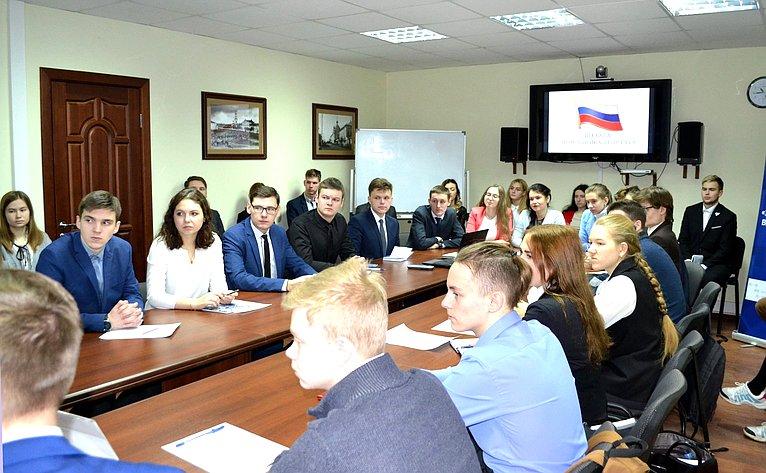 Виктор Бондарев провел вКирове прием граждан ирабочую встречу смолодежью региона