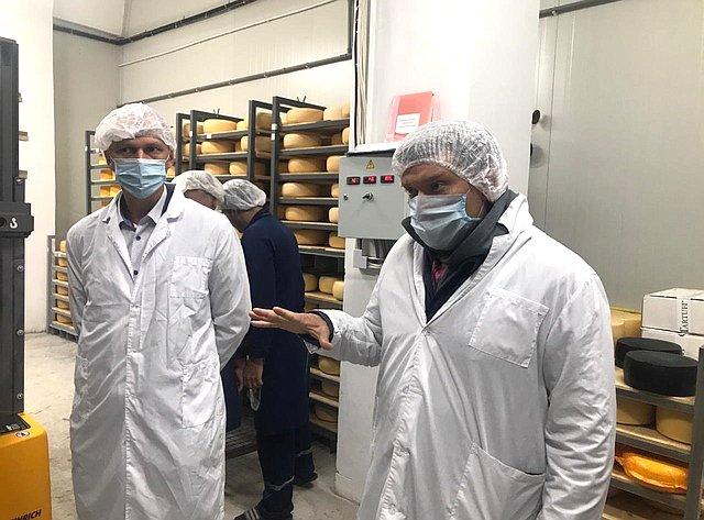 Николай Журавлев посетил производства костромских сыроделов