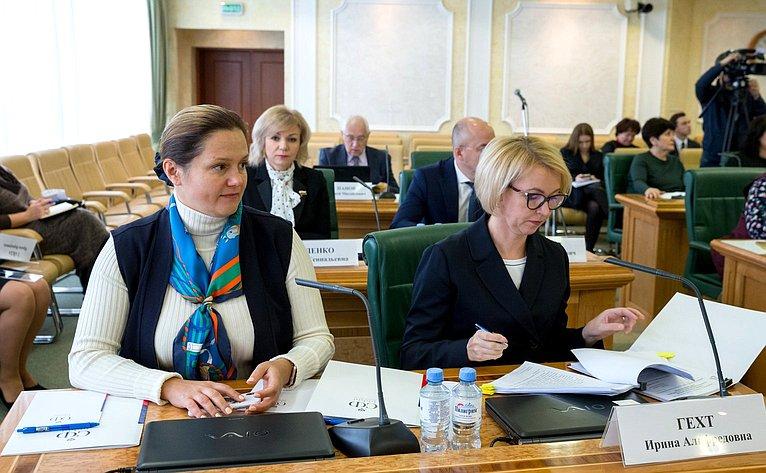 Ирина Гехт (справа)