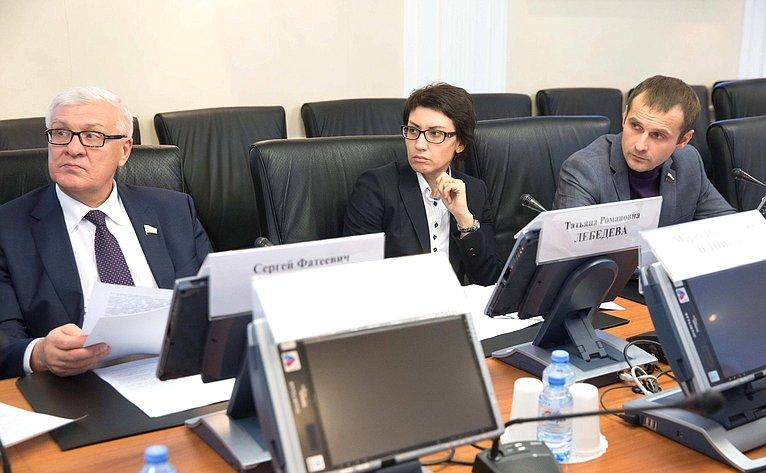 «Круглый стол» натему «Молодежный парламентаризм всистеме институтов гражданского общества»
