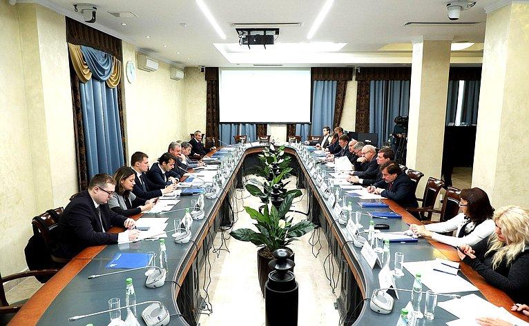 Обсуждение параметров проекта федерального бюджета на2019г. инаплановый период 2020 и2021гг. вОбщественной палате РФ