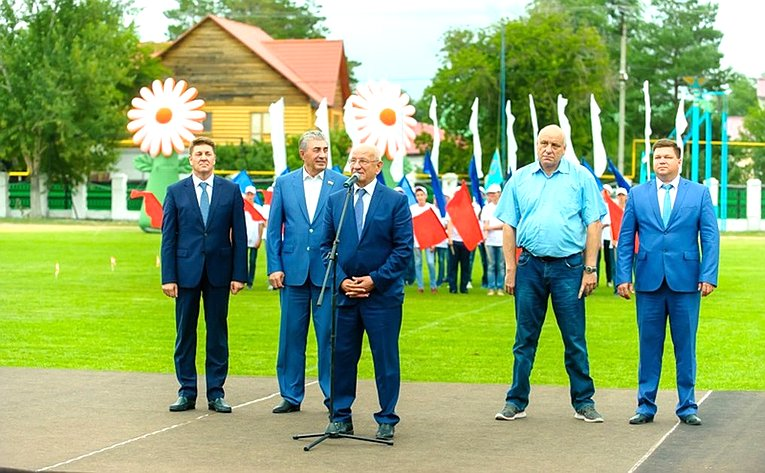 А. Шевченко посетил спортивный праздник иоткрыл новую детскую площадку