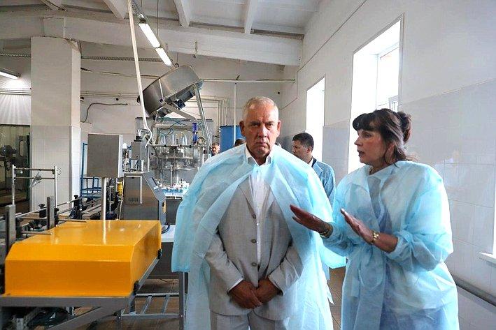 Сергей Митин посетил Старорусский пищекомбинат иознакомился спроизводством питьевой бутилированной воды