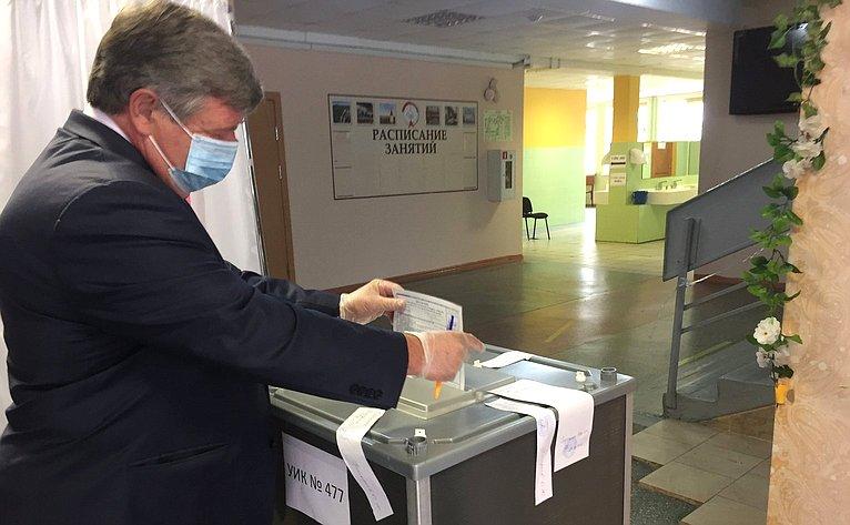 Валерий Семенов принял участие вголосовании попоправкам вКонституцию РФ