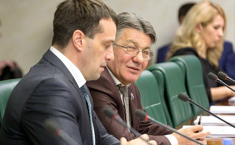 Э. Исаков иВ. Озеров