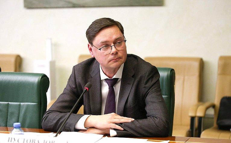 «Круглый стол» Комитета СФ поконституционному законодательству игосударственному строительству натему «Обеспечение защиты граждан отнеобоснованного уголовного преследования»
