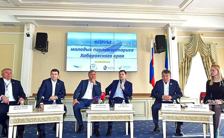 Виктор Озеров принял участие вработе Форума молодых парламентариев