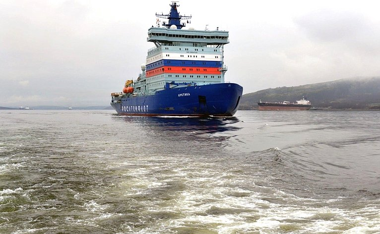 Прибытие головного универсального атомного ледокола «Арктика» впорт Мурманск