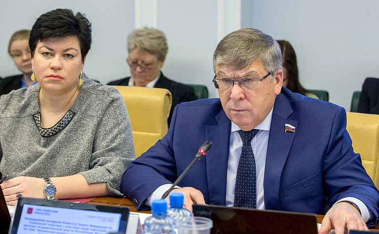 Л. Кононова иВ. Рязанский