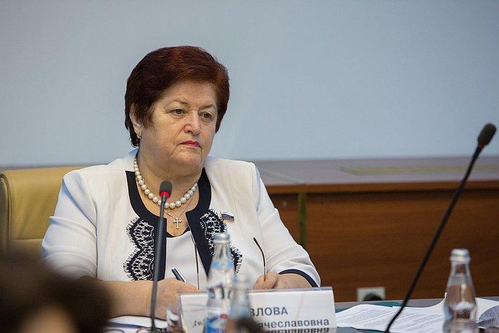 Л. Козлова Заседание Экспертного совета по здравоохранению, посвященного совершенствованию медико-социальной помощи людям с нарушениями психического здоровья