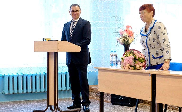 Николай Федоров провел встречу состаршеклассниками ипедагогами вТоликовской средней общеобразовательной школе Чебоксарского района