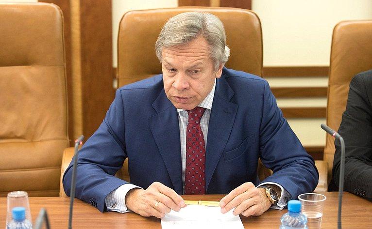 Заседание Временной комиссии поинформационной политике ивзаимодействию соСМИ