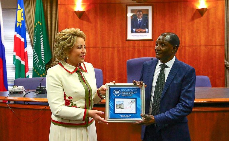 Валентина Матвиенко иПредседатель Национального Совета Намибии Бернард Сонга Сибалатани