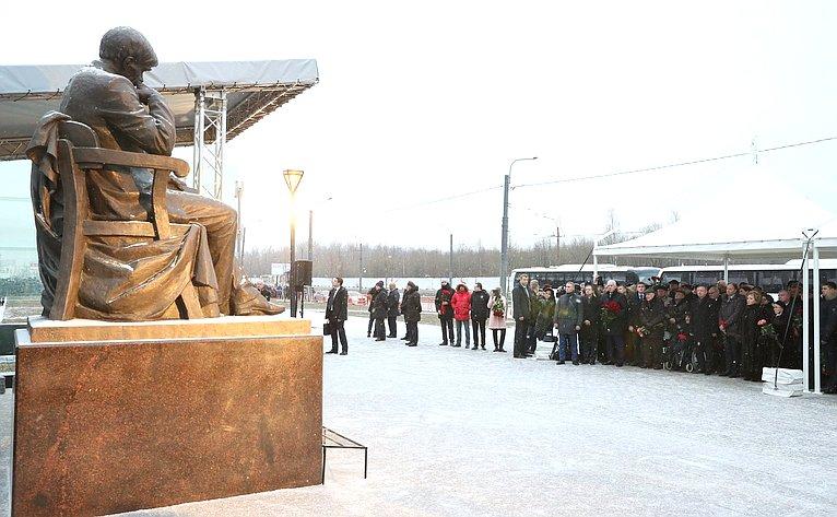 ВСанкт-Петербурге состоялась церемония открытия памятника Д.А.Гранину