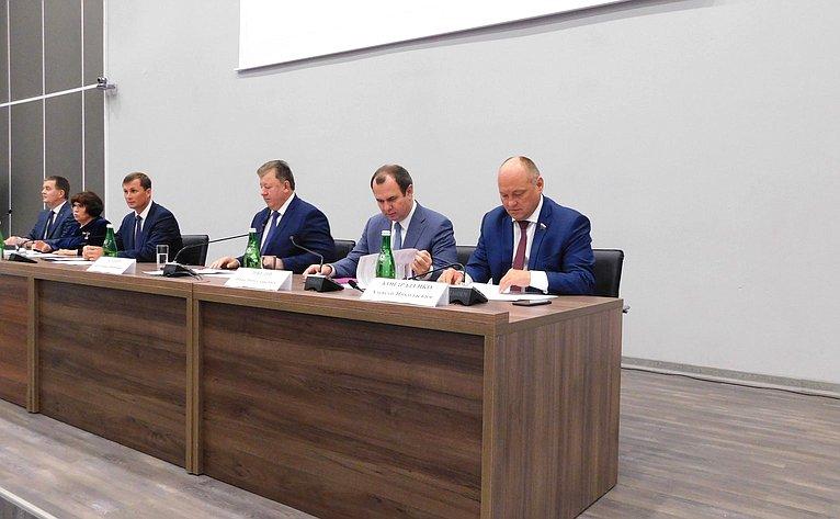 Алексей Кондратенко принял участие ввыездном заседании Комитета Государственной Думы поаграрным вопросам вг. Краснодаре