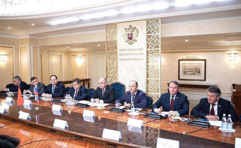 Встреча И. Умаханова сдепутатом Всекитайского собрания народных представителей Китайской Народной Республики Кон Тао