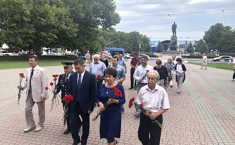 Возложение цветов кМемориалу героическим защитникам Севастополя 1941–1942гг