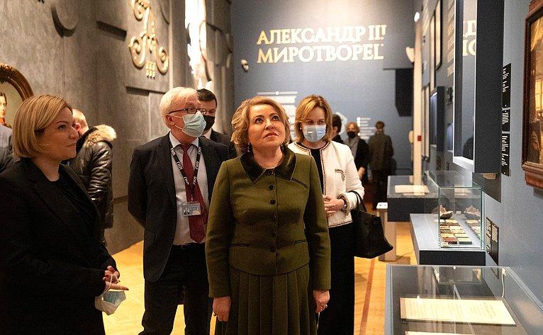 Валентина Матвиенко исенаторы Российской Федерации посетили выставку «Александр III Миротворец»