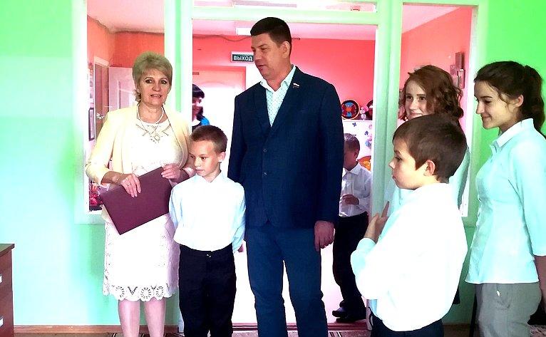 Виктор Смирнов посетил Чернцкую специальную (коррекционную) школу-интернат для детей-сирот идетей, оставшихся без попечения родителей