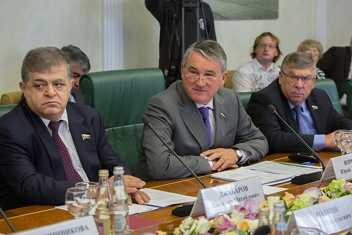 Ю. Воробьев В. Джабаров на заседании Комитета общественной поддержки жителей Юго-Востока Украины