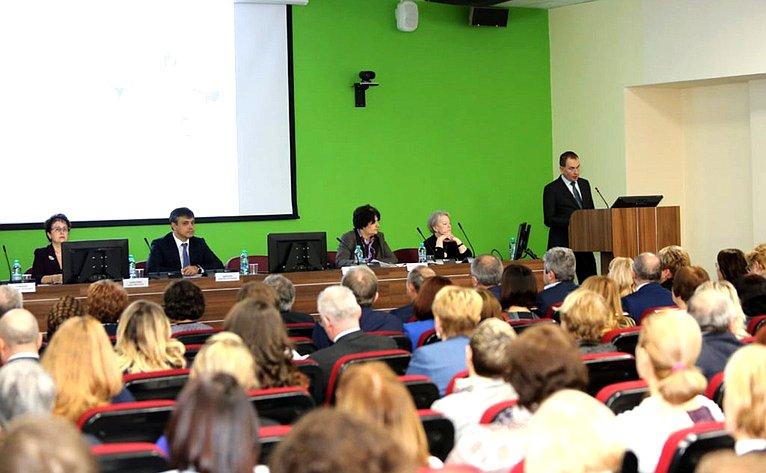Заседание «круглого стола» пообсуждению вопросов оказания медицинской помощи вобразовательных организациях