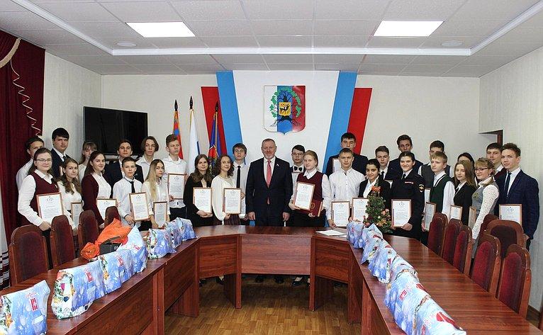 Сергей Горняков провел встречу состаршеклассниками школ города Урюпинска Волгоградской области