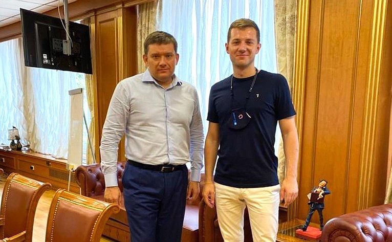 Встреча Николая Журавлева сПредседателем Совета Ассоциации волонтерских центров Артемом Метелевым
